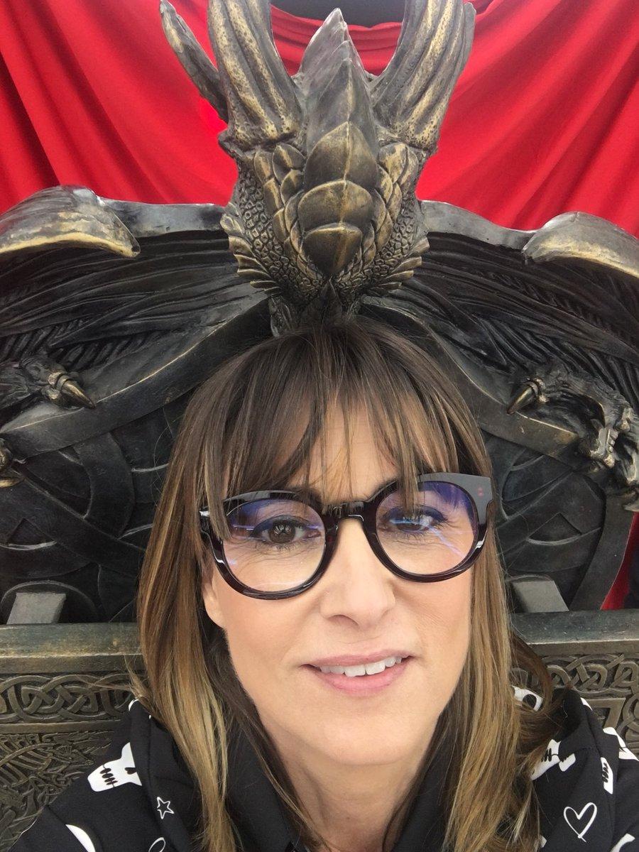 Aquí Madre de Dragones en su trono. #otc...