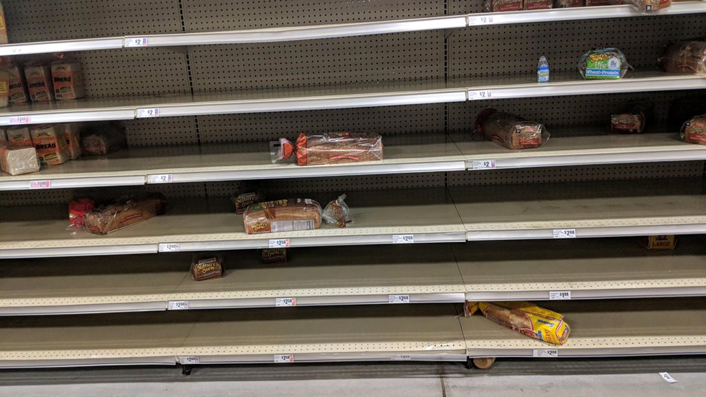When you live in #Houston and there&#39;s a Winter Storm Warning. Grocery stores, full! Store shelves, empty! #WinterStormWarning #snowday #ice #ABC13<br>http://pic.twitter.com/FxNA0KzyXZ