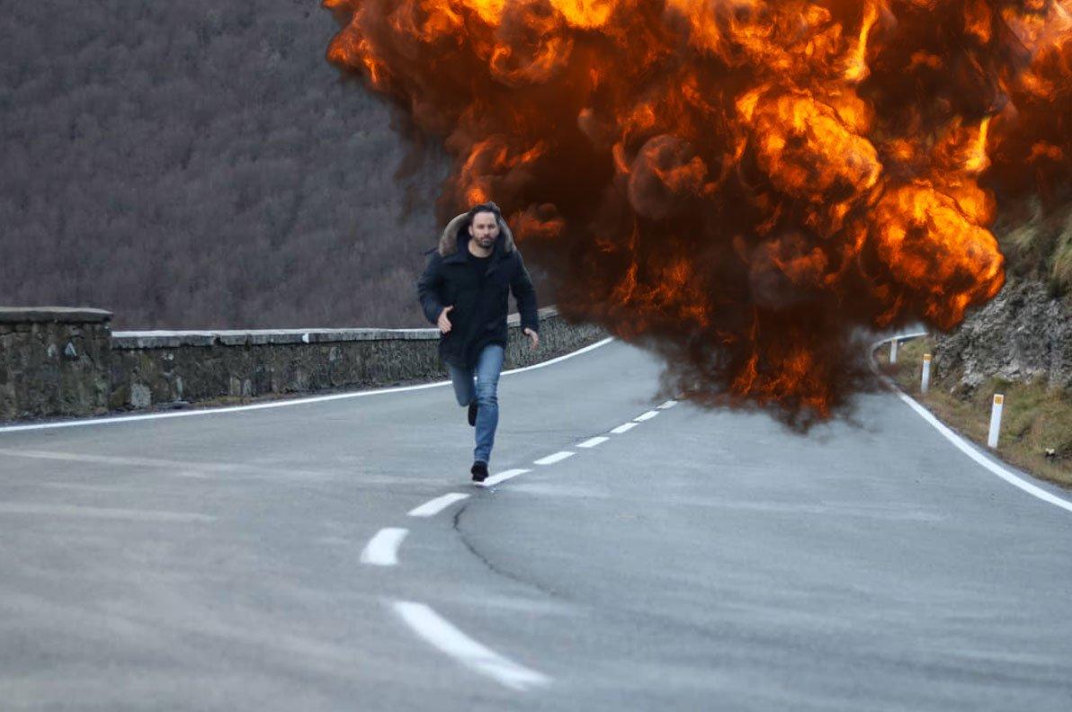 La gente se está riendo un poco de la foto de Santi Abascal (el de Vox) corriendo https://t.co/ARr7mbPCBa https://t.co/PgNXwwYaJ7