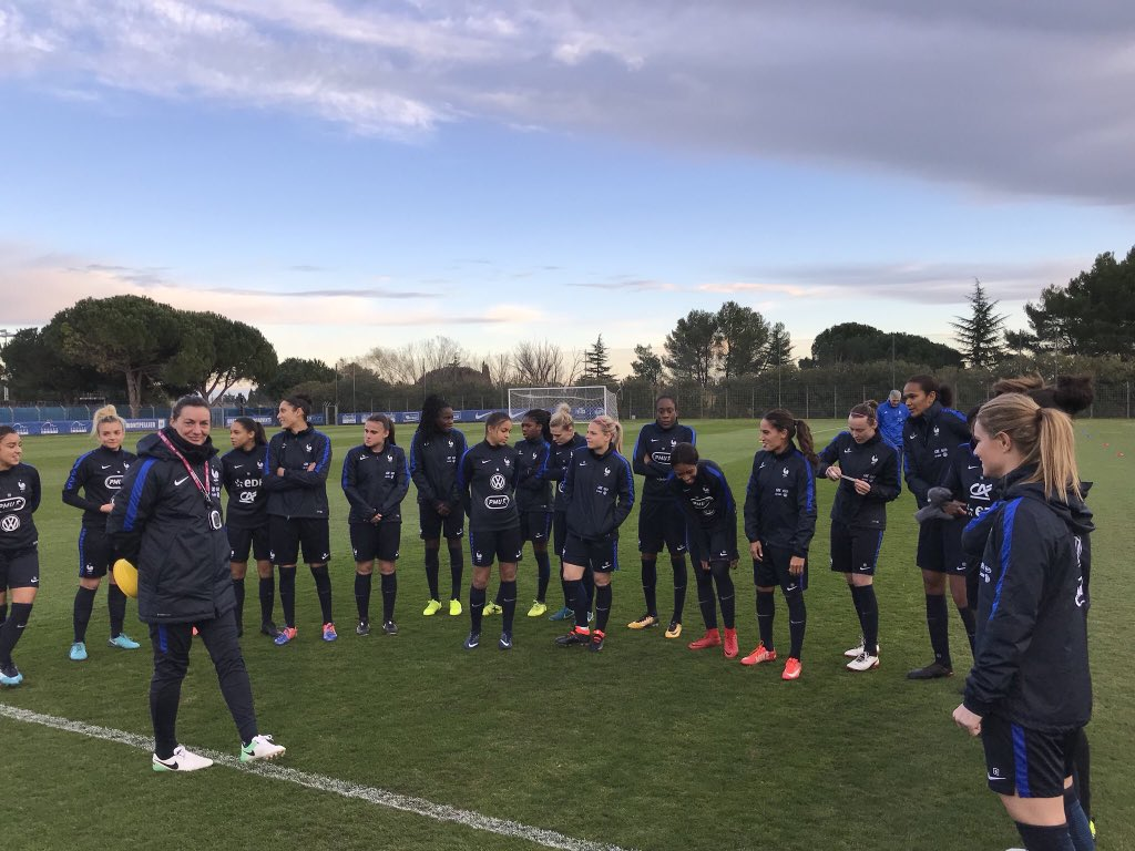 Training Time ! @equipedefrance 🇫🇷 https://t.co/y1x0KtXufk