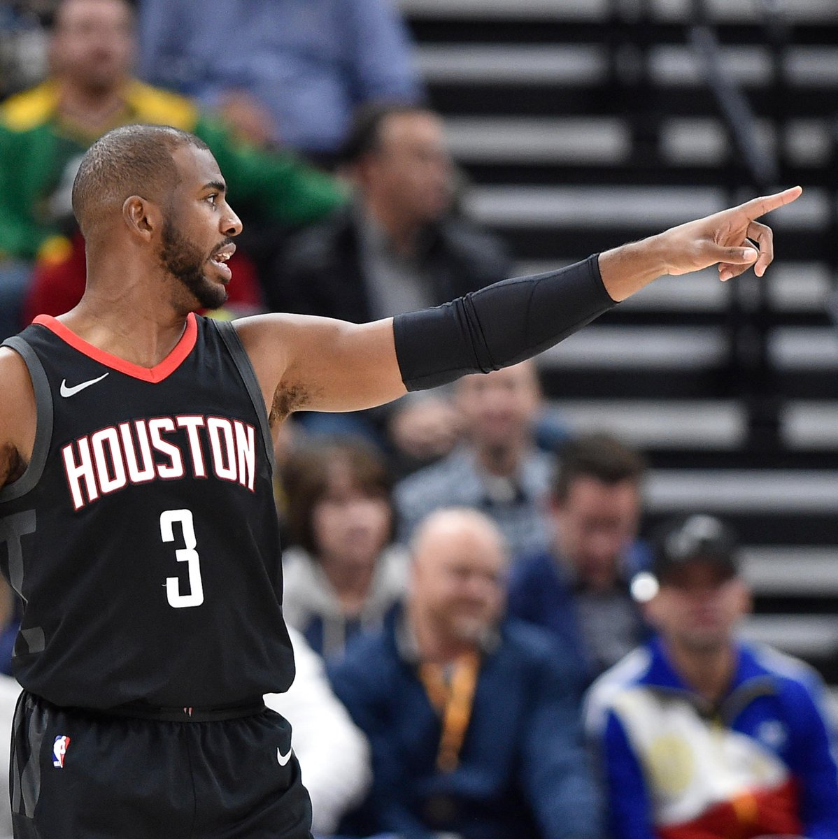 Did Chris Paul use a 'secret hallway' to confront his former team?