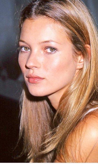 Kate Moss, 44 ans aujourd hui, petit diable dans un corps de petit ange.  Happy BDay