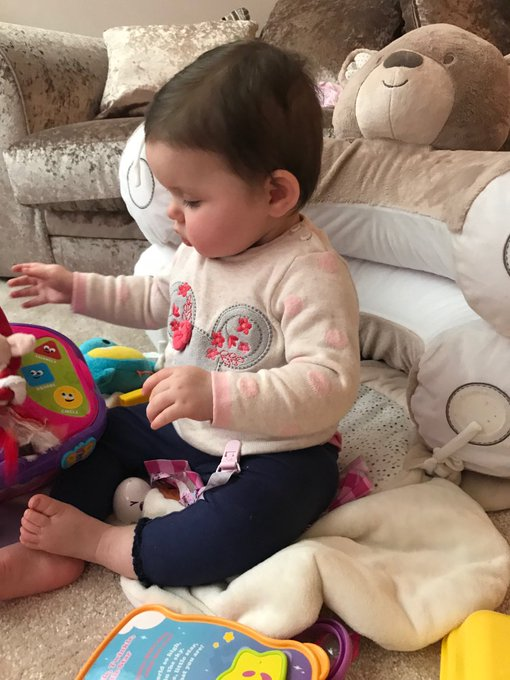 9 months old 💗 my princess 🌎 https://t.co/Vl7MnKyQfU