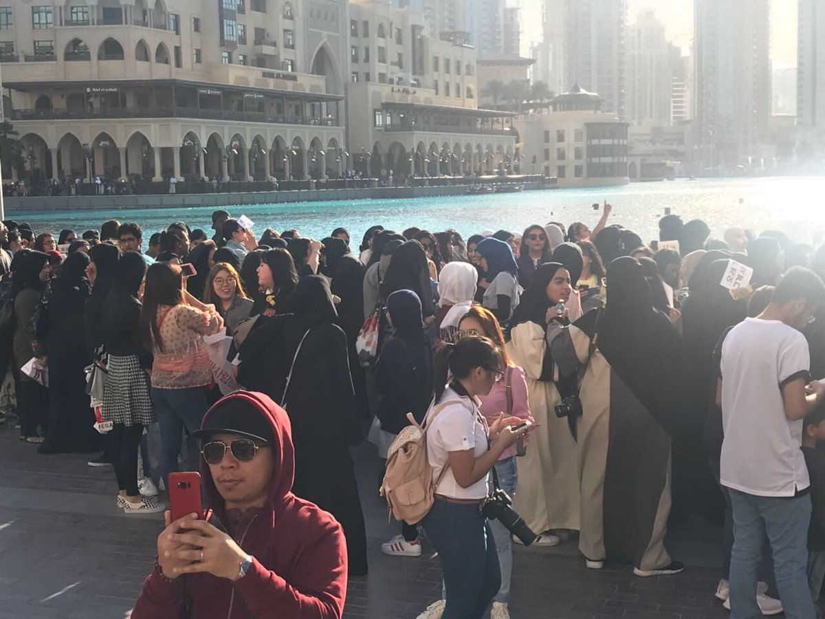 Here are fans waiting for @weareoneEXO at the #DubaiFountain at @TheDubaiMall. #EXOPowerDubai