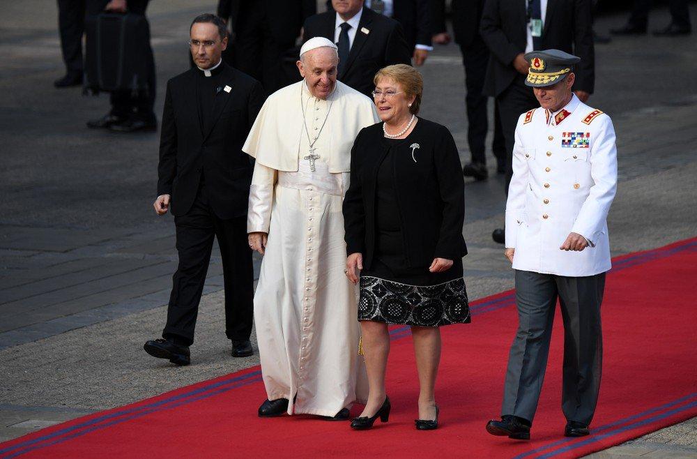 'Dor' e 'vergonha', diz papa Francisco sobre abusos sexuais da Igreja Católica no Chile https://t.co/MvHI7ZuPBe #G1