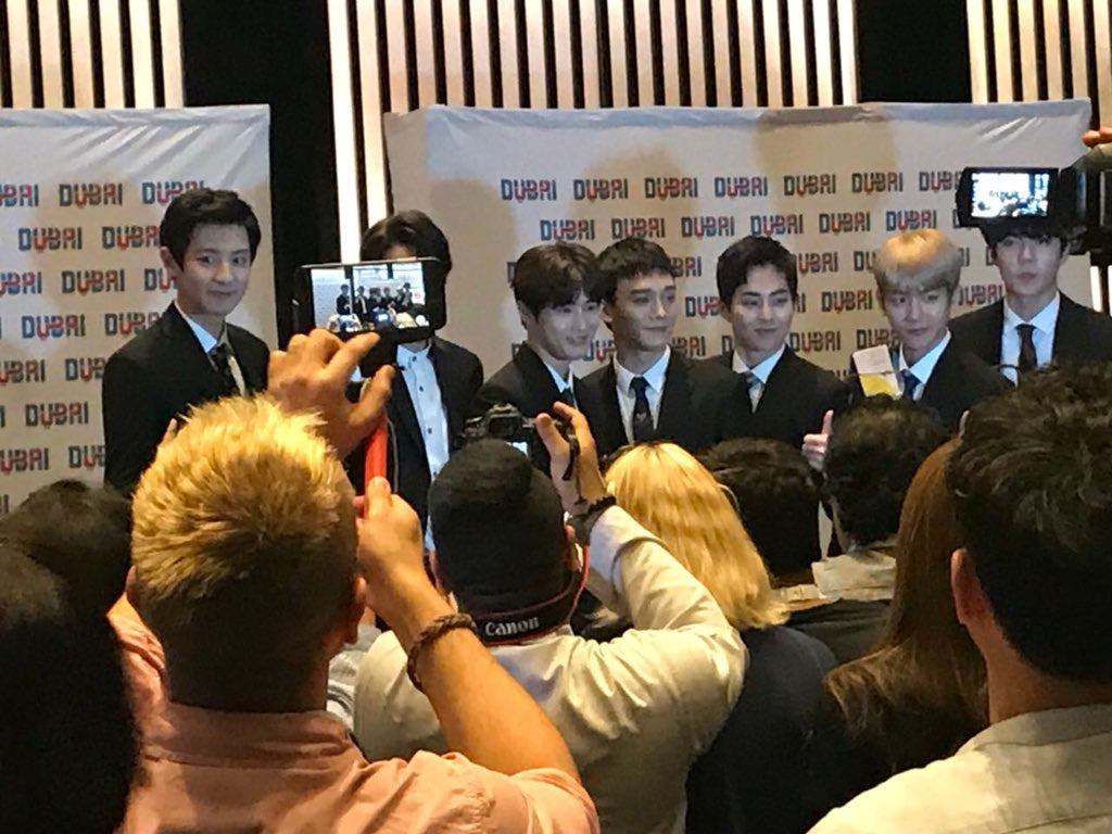 And we're done. The @weareoneEXO pose for photos after their press conference at @ArmaniHotelDXB. #EXOPowerDubai