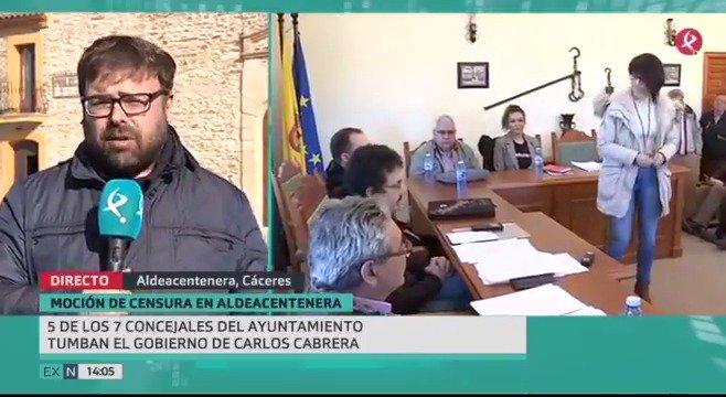 Polémico cambio de alcalde en #Aldeacentenera. La nueva alcaldesa es del mismo partido que su antecesor y ha sido elegida con el apoyo de la oposición del #PSOE. Te contamos los motivos▶️👇. #EXN https://t.co/jLfwslShTL