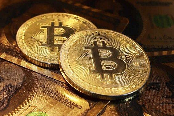 Le bitcoin chute, l'étau de la réglementation se resserre ☛ https://t.co/m5JjAFUNPn