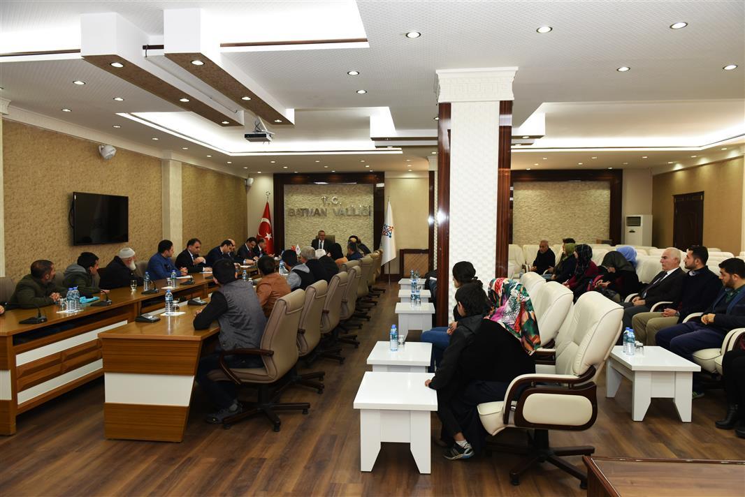 RT @batmanvaliligi: Vali Deniz Başkanlığında Halk Toplantısı Yapıldı @denizahmet111  https://t.co/V15vpEGo6B https://t.co/pRmSHIwMTu