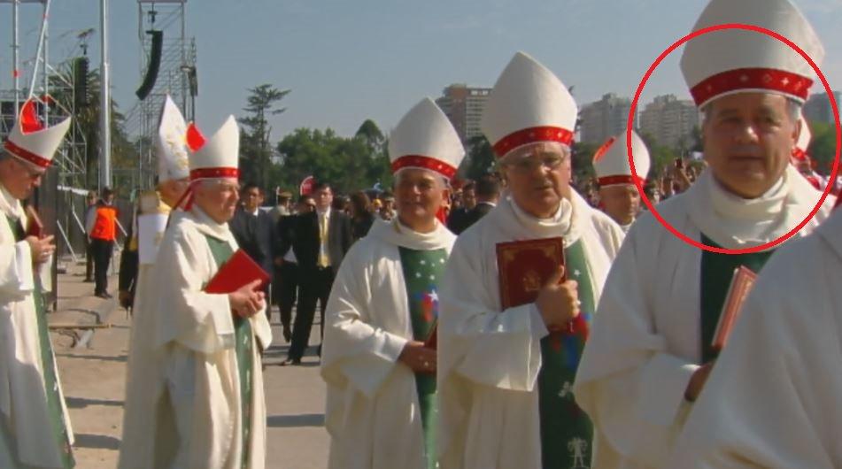 Cuestionado obispo Juan Barros asiste a misa del Papa en medio de protestas en su contra https://t.co/HJLT7lIUy9 #ModoFrancisco #FranciscoEnChile