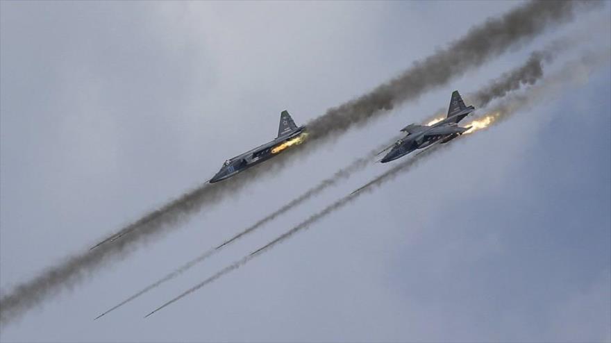 Vídeo: Cazas Su-25 rusos atacan posicion...