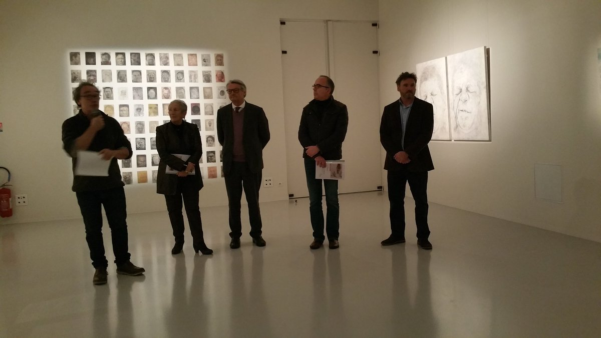 """Inauguration de l'#Exposition """"FIGURA"""" à l'espace culturel du Bois Fleuri en présence de l'artiste. #lormont #villedelormont #artistique https://t.co/BBMnbCxVQg"""