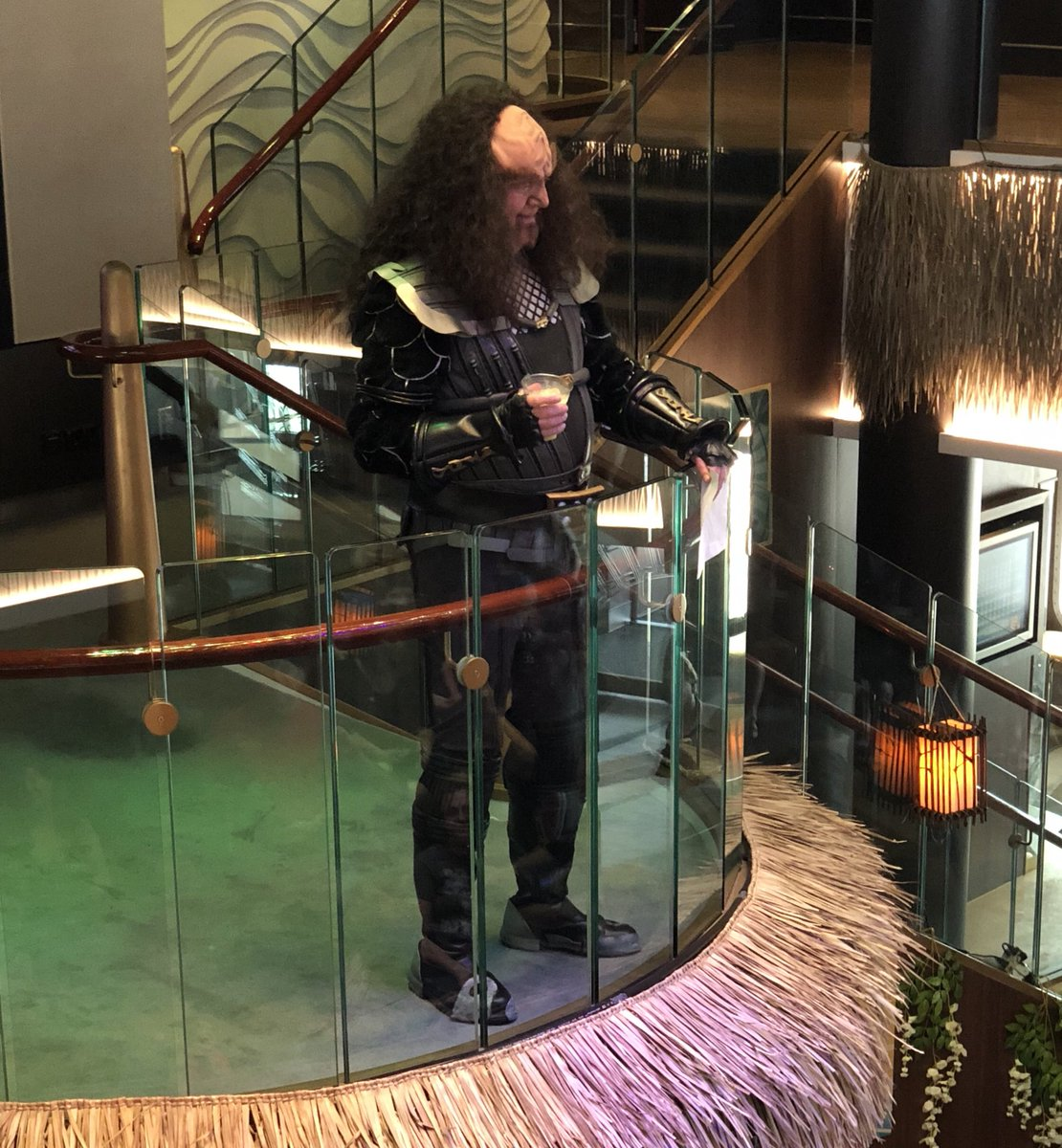 RT @StarTrek: Chancellor Gowron leads the Klingon Pub Krawl aboard the final day of #StarTrekCruise #Qapla' https://t.co/uBOTxbNtI0