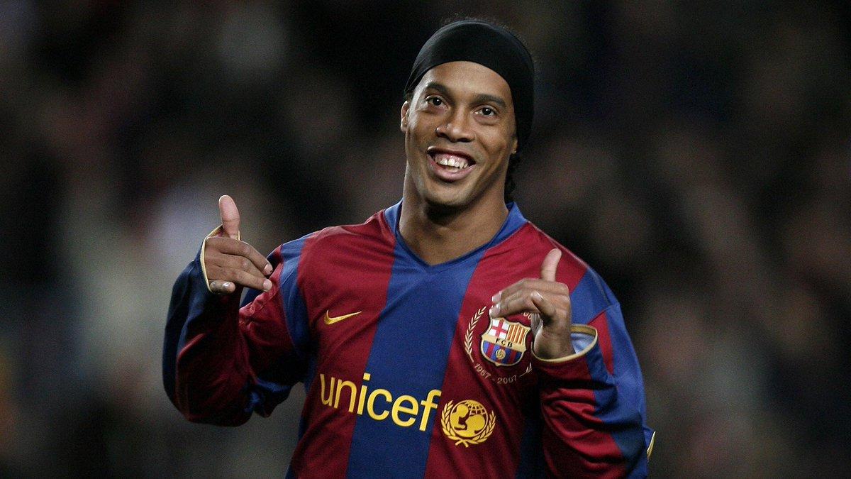 37 yaşındaki Ronaldinho, profesyonel fut...