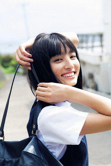 かわいい笑顔の吉川愛