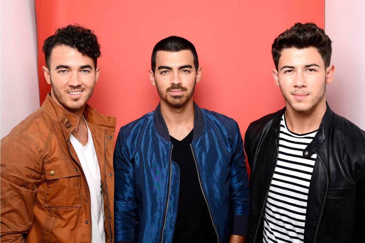 The #JonasBrothers reactivated their Ins...