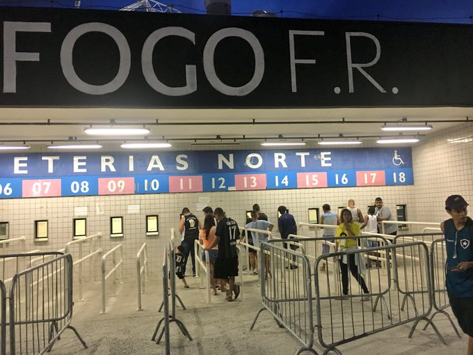Fred Gomes  fredgomes1985Galera alvinegra na busca por ingressos para Botafogo  x Portuguesa.  trnilton abff3bed660d3