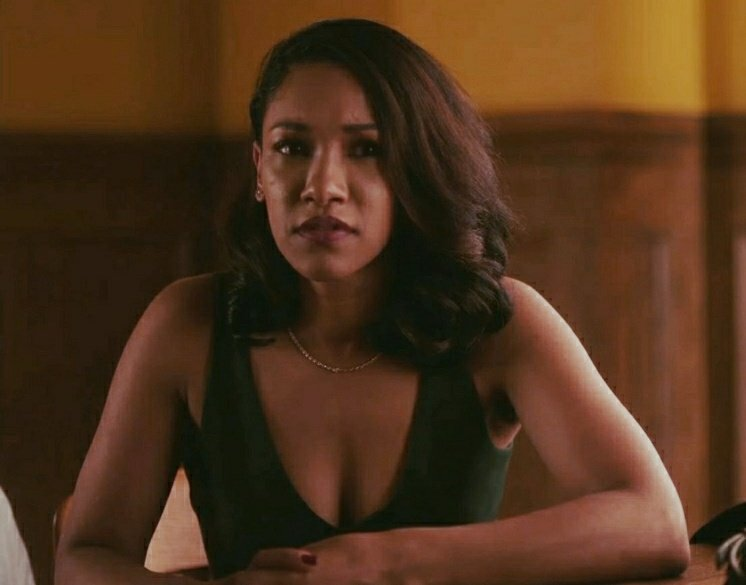 Queen is back tonight #TheFlash https://...