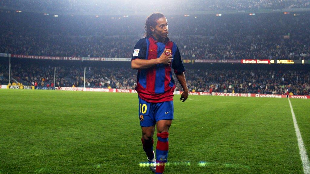 🤙 @10Ronaldinho. Camp Nou's ever-smiling...