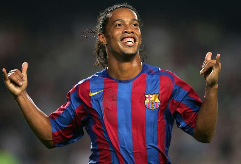 Quem é o M-E-L-H-O-R jogador da história do Barcelona?   RT = Ronaldinho Curtir = Messi