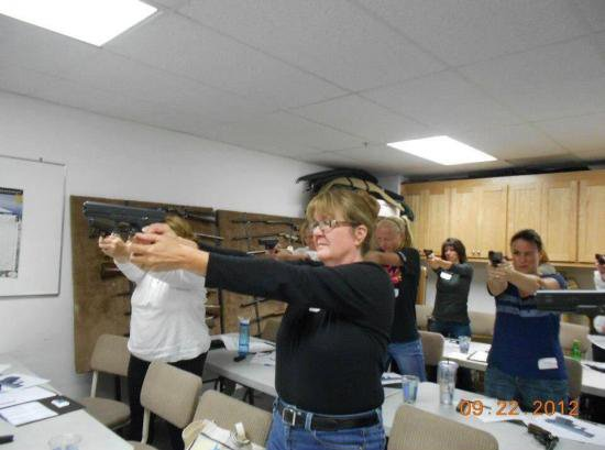 RT @WTFisGoingOnDon: This gun safety class doesn't look very safe https://t.co/6YeR7HTTP4