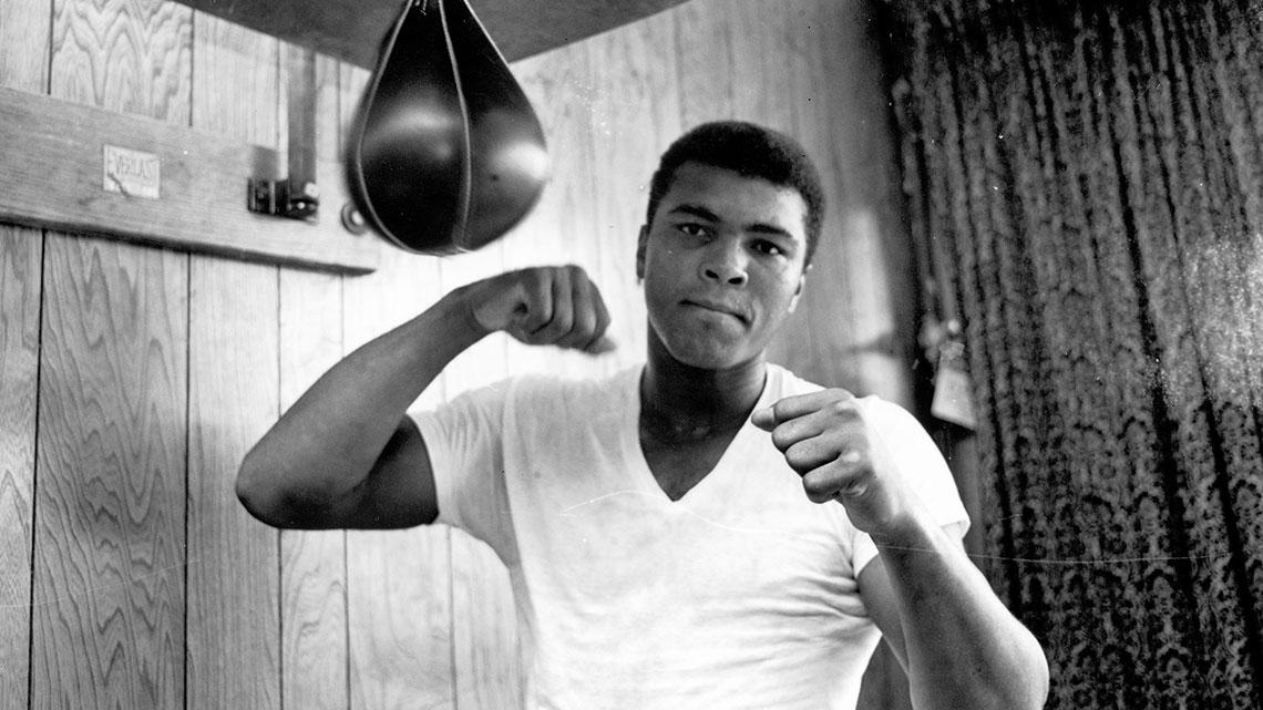 """""""Dentro un ring o fuori, non c'è niente di male a cadere. È sbagliato rimanere a terra.""""  Muhammad Ali"""