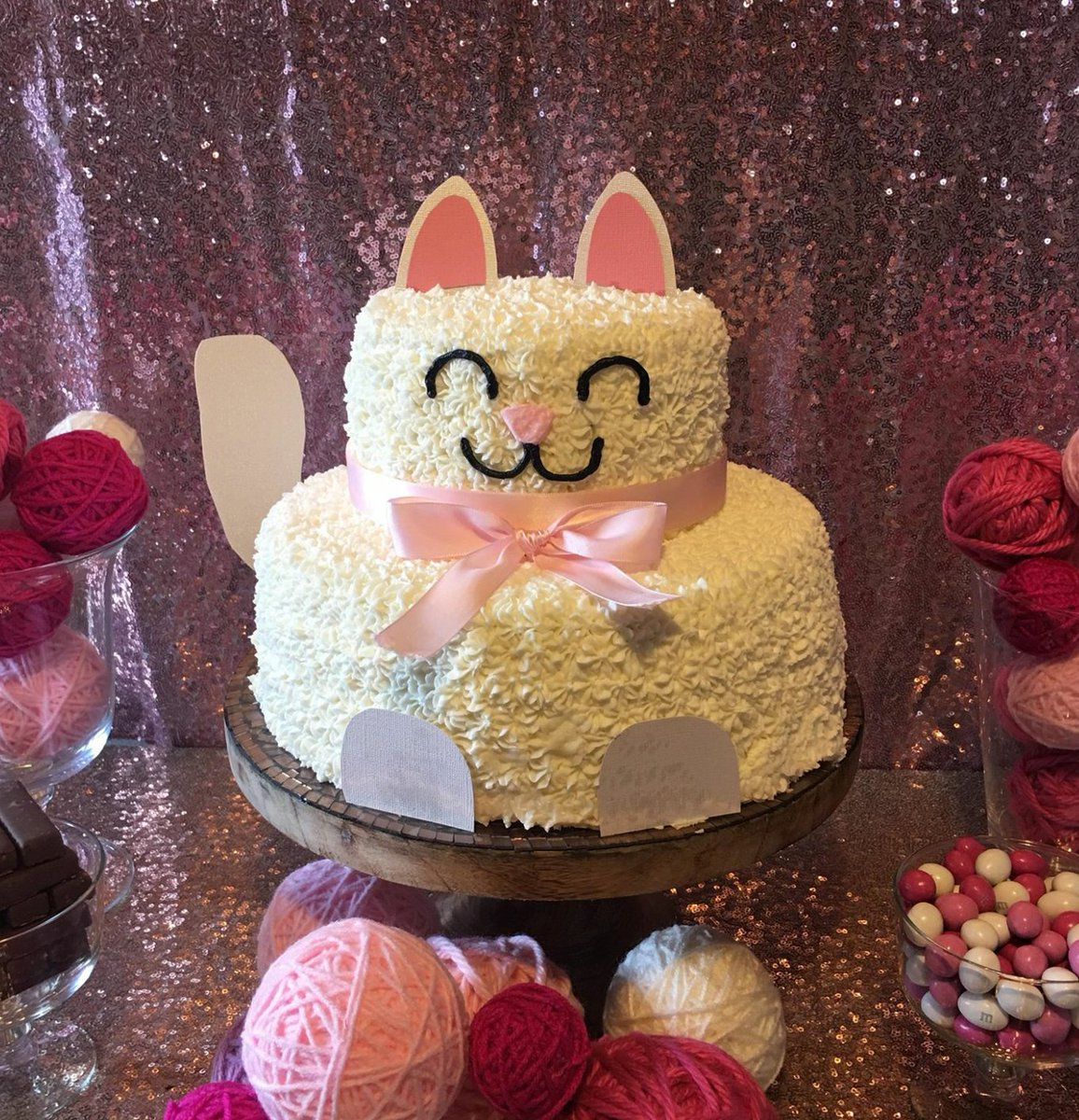 Cupcakes By Flea On Twitter White Cat Cake White Cat Cake