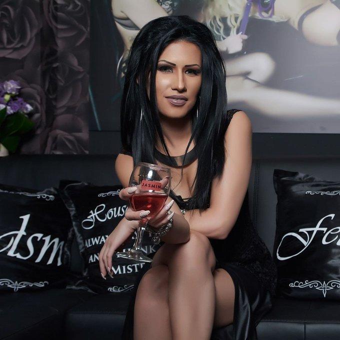 Goth girls do everything better, just ask @MistressLexa! You can at https://t.co/YUpRldvPcm #Black #Goth