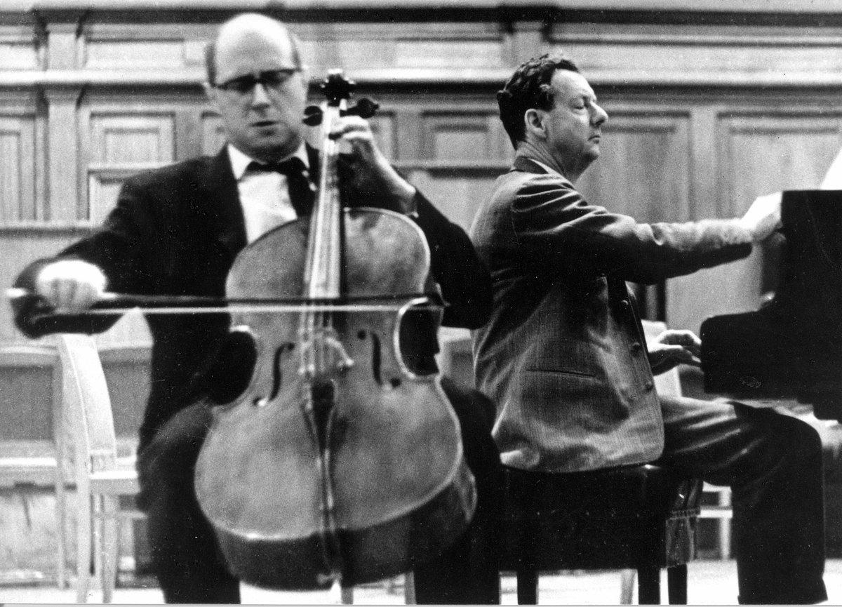Mstislav #ROSTROPOVICH &amp; Benjamin #BRITTEN play #SCHUBERT &quot;ARPEGGIONE SONATA&quot; #music #classical #art #artlover #ClassicalMusic #iloveart  https:// youtu.be/S3tmFhrOgNk  &nbsp;  <br>http://pic.twitter.com/aGxLnl2M9J