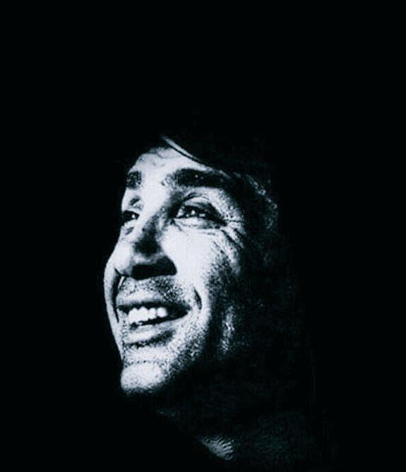 RT @Takmazemre: O güzel gülüşün hala aklımızda, kardeşim diyişin kulaklarımızda... #SefaKalya https://t.co/FsEgP6flx0