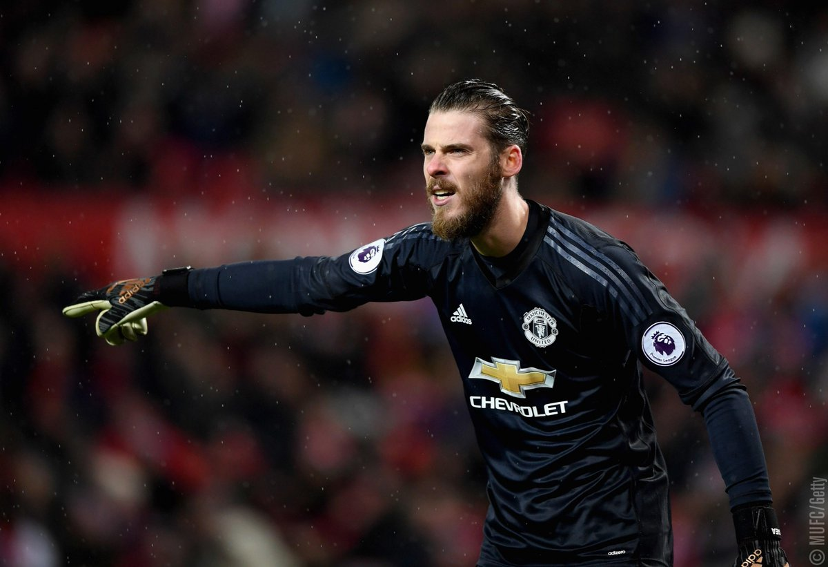 .@D_DeGea has revealed who his closest g...