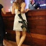 ある意味最強のナンパ防止策?イスラエルでは私服女性兵士がM4ライフルを携帯!