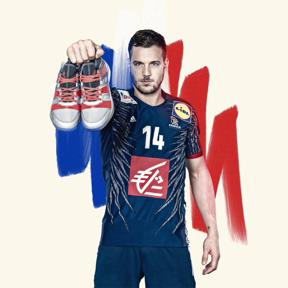 ⚡️⚡️⚡️ Gagnez 🎁 une paire de la nouvelle #Stabil 👟 Adidas en soutenant les Bleus 🇫🇷 pour le tour principal de l'#EHFEuro2018 🏆 ⚡️⚡️⚡️  Follow @adidasFR et @HandNewsfr + RT 🤾♂️ #HereToCreate  Bonne chance ✌️