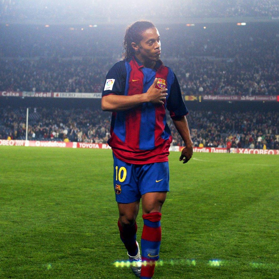 The magic of @10Ronaldinho Pure talent....