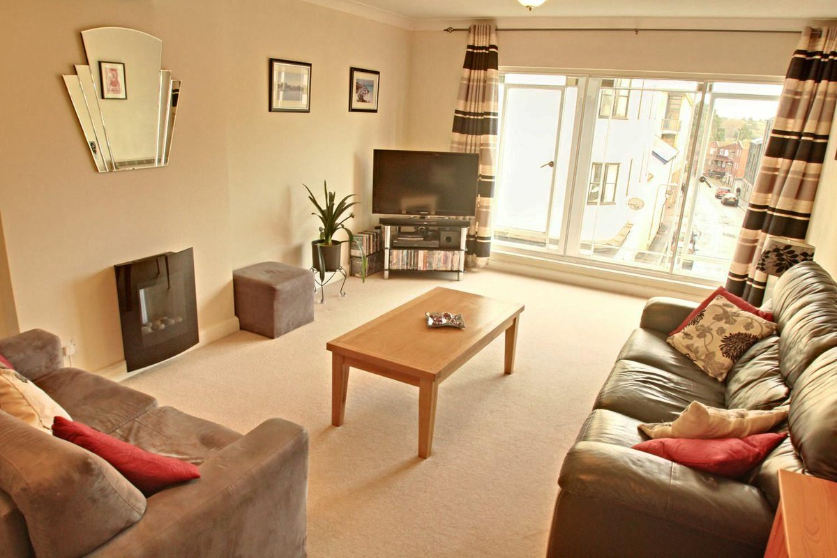 This 2 Bedroom Second Floor Apartment Is Perfectly Located Within The Heart  Of Exeter City Centre. ...