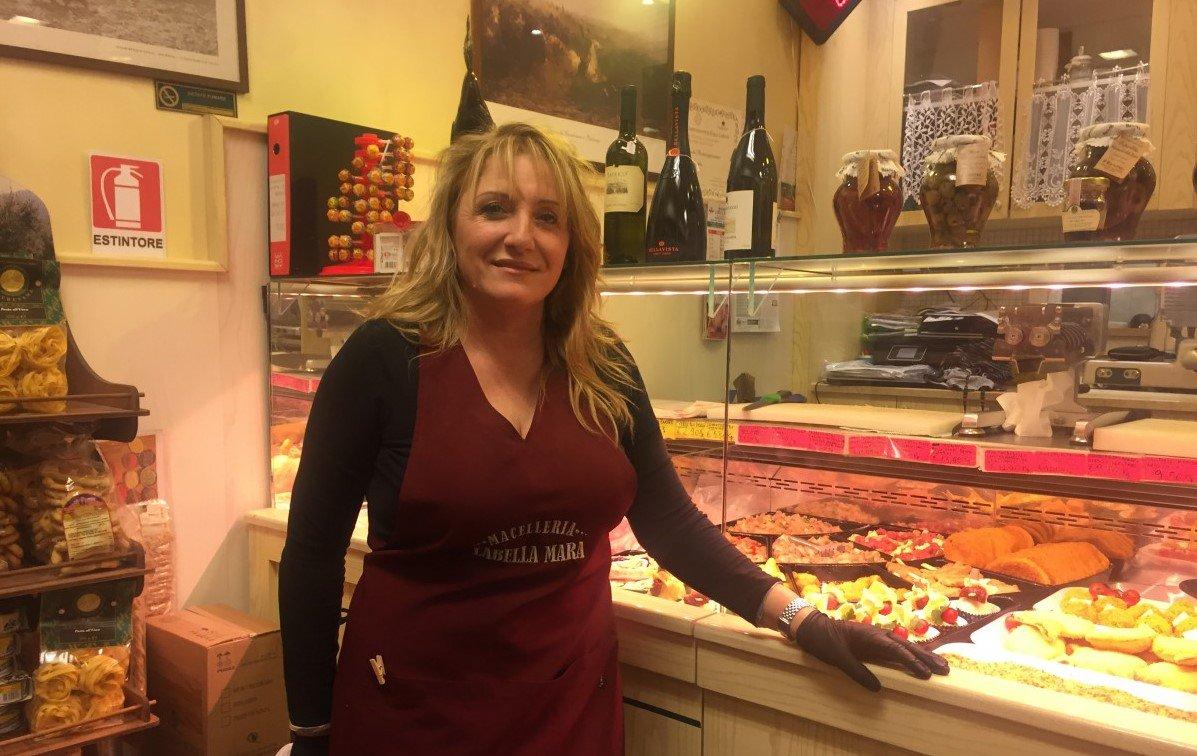@EurocarneVerona ha incontrato Mara Labella, la quota rosa della #NazionaleItalianaMacellai che ai World Butchers' Challenge punta a creare il banco migliore della sua vita. L'1 Febbraio sarà a #EurocarneVRF --> https://t.co/gg33h4Ydy5 #Eurocarne2018 #FilieraCorta #FilieraColta https://t.co/Hhp6guZ71I