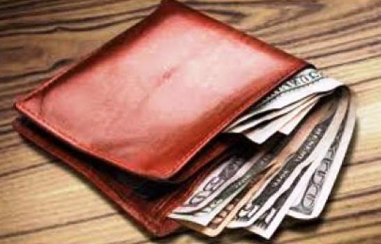 @KojudoReloaded Jaja, tiene una billetera así, como que se le desborda la plata... https://t.co/5PHqr1Tmpm
