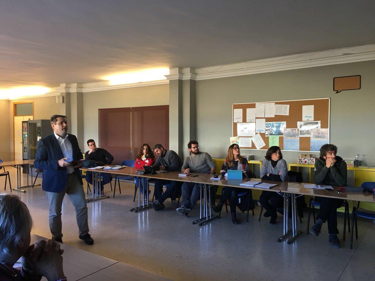 Formación de nuestras compañeras en #MarketingEducativo #Planificando #Cooperativas #ColegioArboleda https://t.co/rfX9FXBJIA