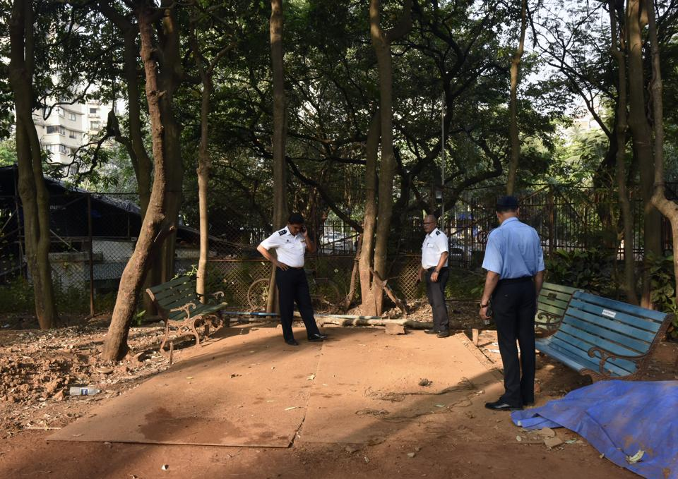 #Bombay high court rejects civic body's plea for fire station at Priyadarshini Park, reports @kancha] https://t.co/k9AiRbEw5l