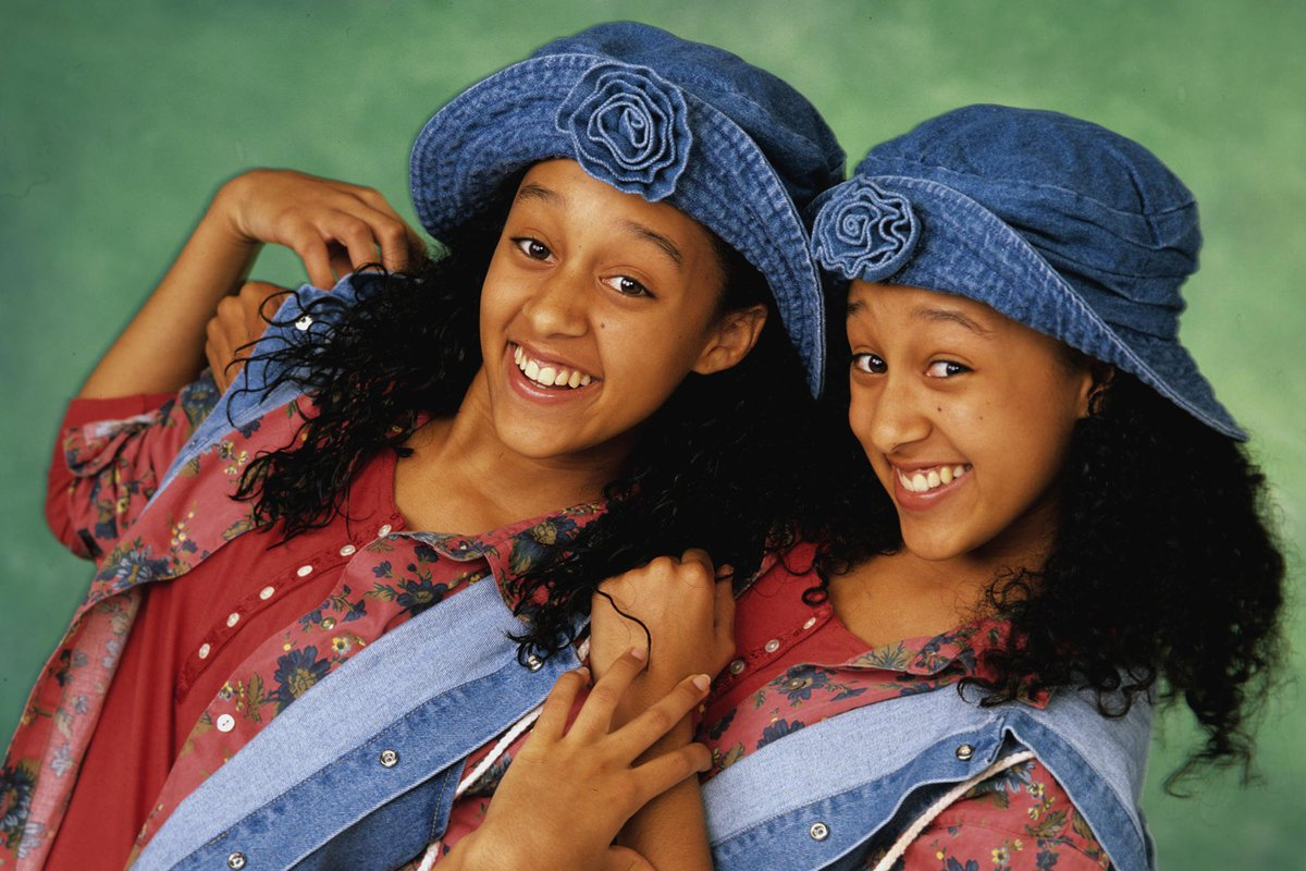 🚨🚨🚨 A 'Sister, Sister' reboot is officia...