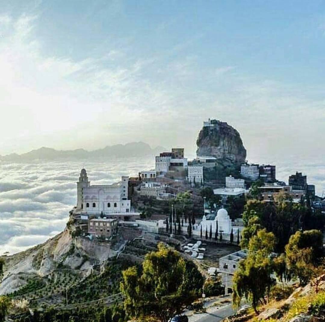 RT @beautifullyemen: #اليمن بلدٌ قد يسلبُ الفقر مالها ولكن لاحيلةَ له بجمالها ❤ #هويه_اليمن https://t.co/uZElRW4Owa