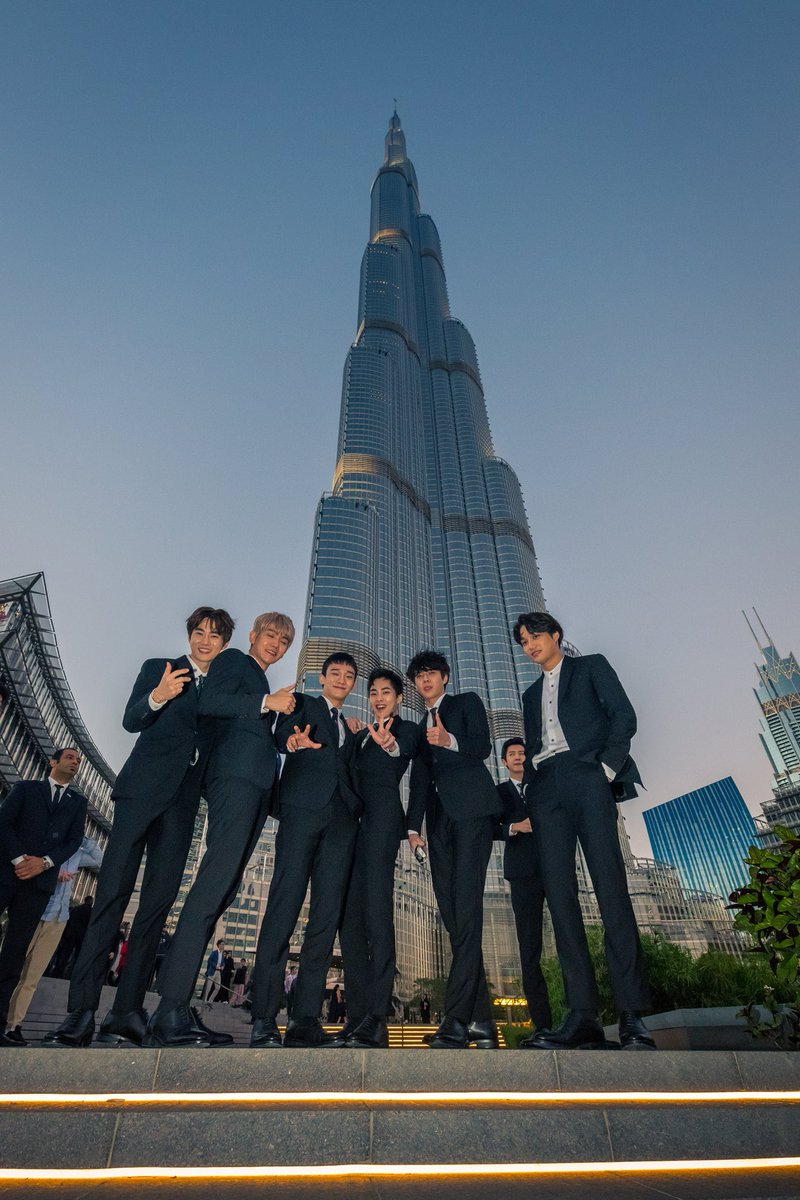 Burj Khalifa who? I ONLY KNOW JONGIN'S G...