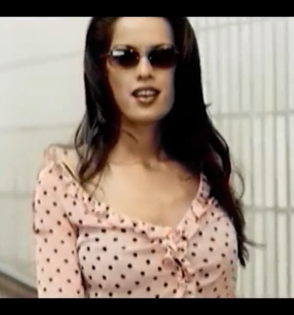 anyone know what happened to that lady from Craig David's '7 days' video?? 😍 JEEZOS!! https://t.co/EIfBgml4Aq