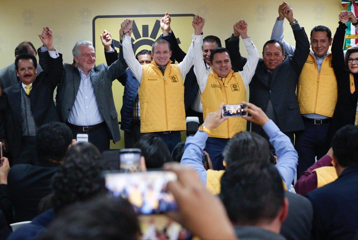 Por caprichos, el PAN ha perdido identidad y con tal de adjudicarse en el poder, se perdieron candidaturas para hacerse amarillas. Que quede claro, un chaleco no asegura unidad ni credibilidad para un partido ni mucho menos para México.