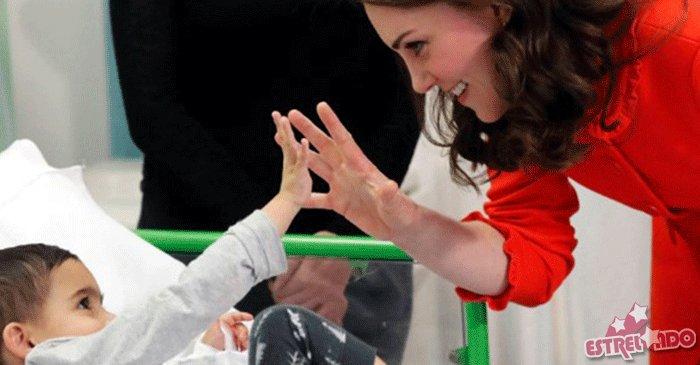 Grávida do terceiro filho, Kate Middleton aparece em evento sem anel de noivado; entenda essa história! https://t.co/rlzVoe3BtC