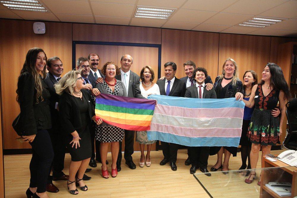 Já está valendo: resolução permite que transexuais e travestis usem o nome social nas escolas do Brasil https://t.co/FHXXWyXLzt #G1