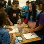5th graders learning about water filtration during an @energycoalition STEM lab. #collaboration #WaterwiseWednesday 🐝💧  Los estudiantes de 5to grado están aprendiendo sobre la filtración de agua durante un laboratorio STEM de @energycoalition. 💧