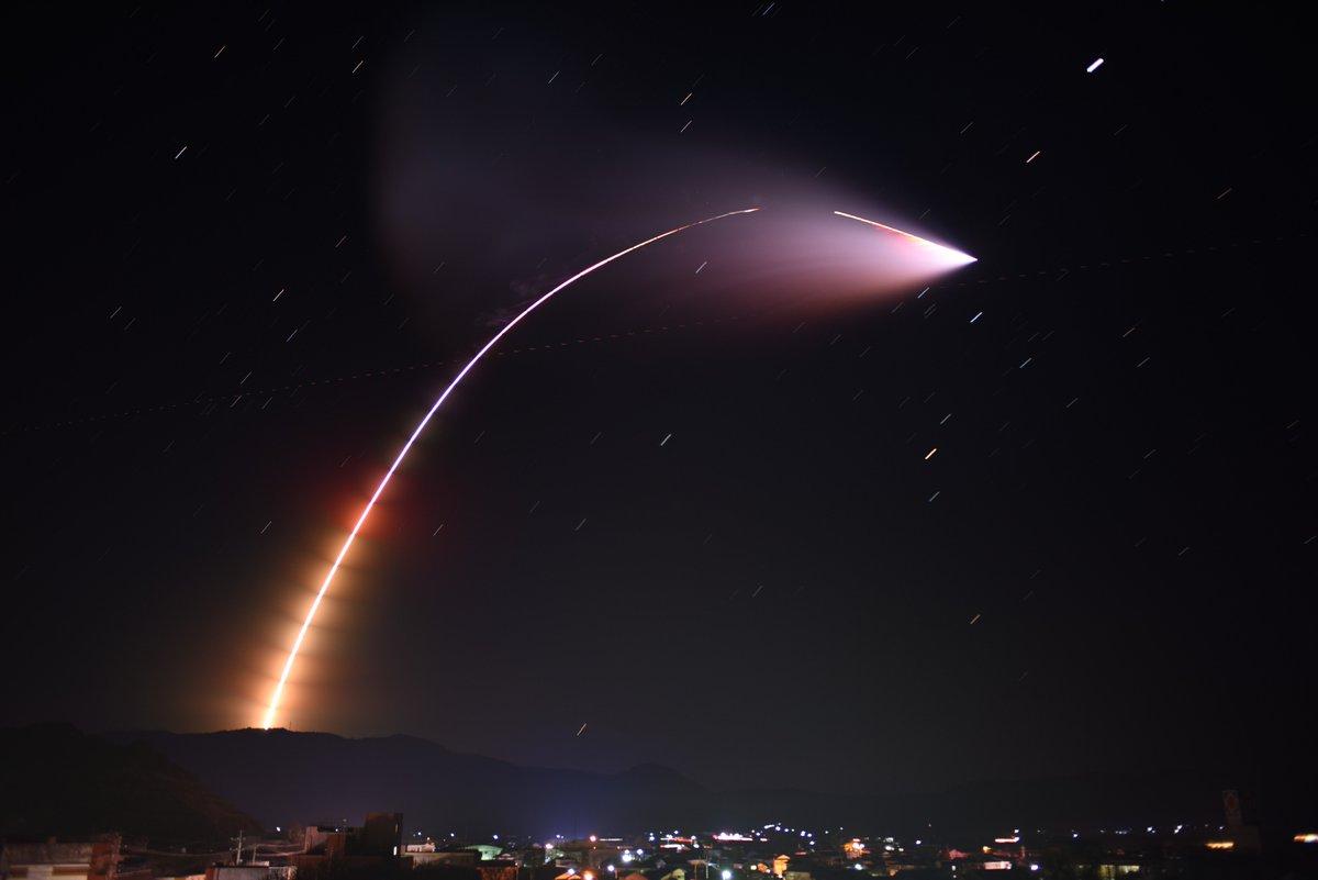 RT @rikyu_maeda: #イプシロン3号機 の打ち上げ、とてもきれいに見えました。2段目燃焼のガスの広がりが美しい。 #鹿児島 #ktkt_tenmon #ロケット https://t.co/duqGp36dNU