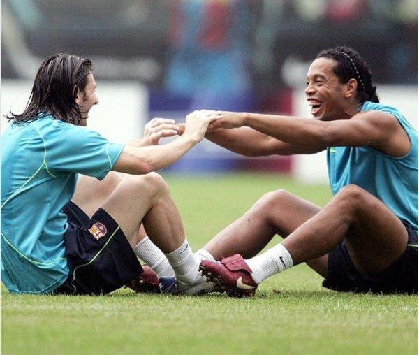 Ronaldinho, ufficiale l'addio al calcio. L'omaggio di Pelé, Messi, Neymar e Pirlo - https://t.co/6CE7EhZC2S #blogsicilianotizie #todaysport