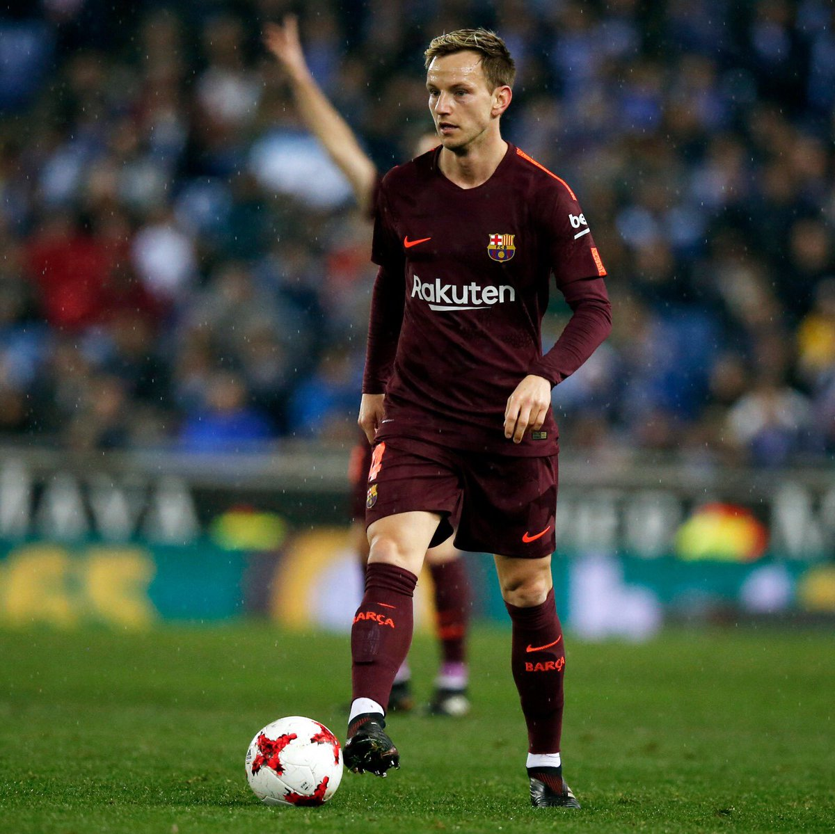 Nadie dijo que esto pudiera ser fácil. A levantarse y darlo todo en la vuelta con nuestra afición 💪 Nobody said that this it could be easy... We must get up and give everything in the second leg with our supporters #ForçaBarça 🔵🔴